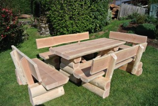 Gartebmöbel aus massivem Holz