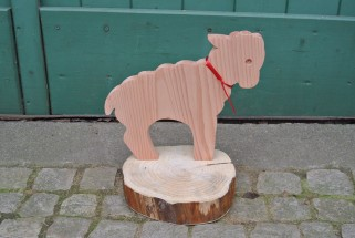 Verschiedene Tiere und Figuren aus Holz