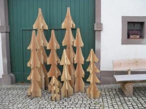 Tannenbäume und Weihnachtskerzen
